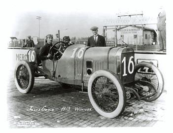 Jules Goux in the #16 Peugeot (Peugeot/Peugeot) at the Indianapolis Motor Speedway in 1913.