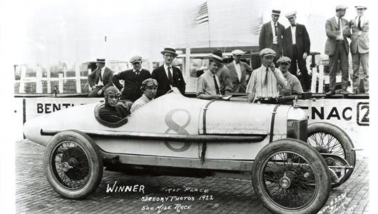 Jimmy Murphy in the #35 Murphy Special (Duesenberg/Miller) at the Indianapolis Motor Speedway in 1922.