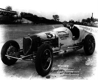Kelly Petillo in the #5 Gilmore Speedway Special (Wetteroth/Offy) at the Indianapolis Motor Speedway in 1935