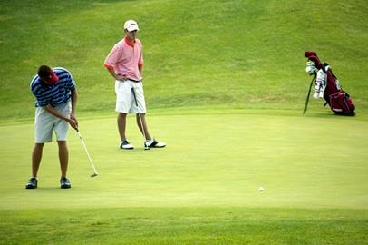 Jeff Overton putts at Brickyard Crossing.