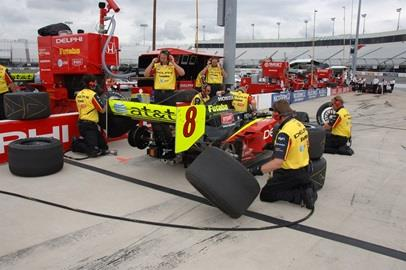 Bryan Herta's crew makes a pit stop dry run.