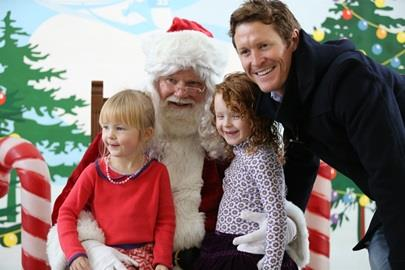 Scott Dixon with his family at the IMS Kids Club Holiday Event at the Dallara IndyCar Factory