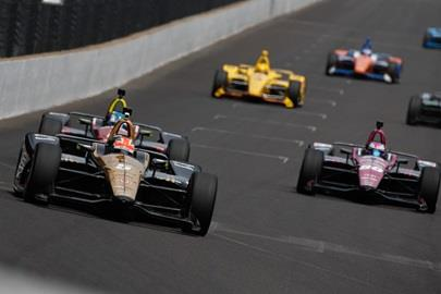 James Hinchcliffe leads a gaggle of cars into Turn 1 during practice for the 102nd Indianapolis 500 at the Indianapolis Motor Speedway