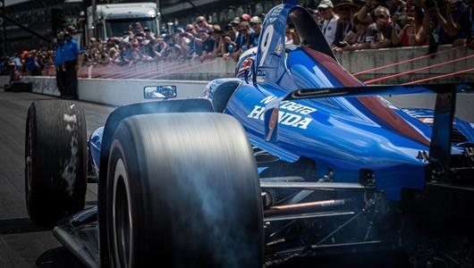 Scott Dixon at the MotoGator Pit Stop Challenge on Miller Lite Carb Day