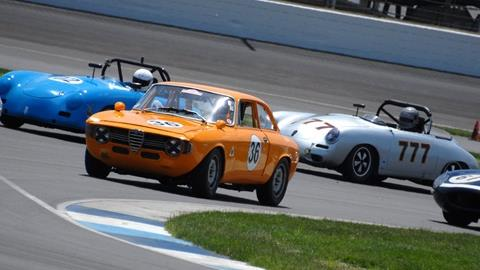 Vintage Racers Encourage Fan Engagement at IMS