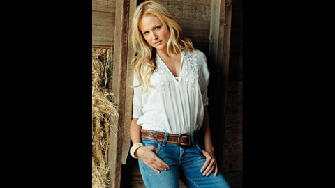 Jewel To Sing National Anthem Before 2010 Indianapolis 500