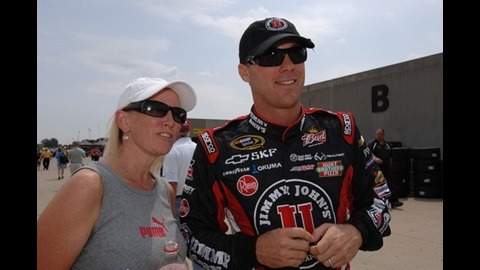 Harvick Keeps Tight Focus While Taking Points Lead To Kansas