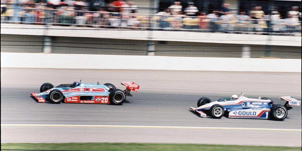 Il duello con Johncock a Indy. indianapolismotorspeedway.com