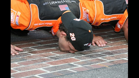 2007 marked the second time Tony Stewart was able to 'Kiss the Bricks' at the Indianapolis Motor Speedway